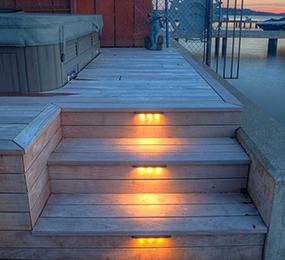 downlighting-on-deck-steps